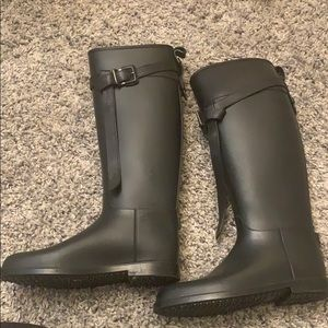 Burberry equestrian rain boot